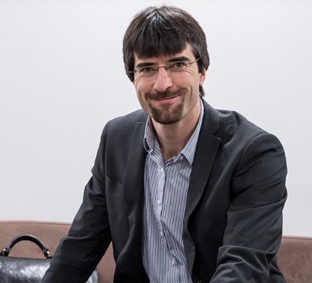 Dr Peter Ruzicka