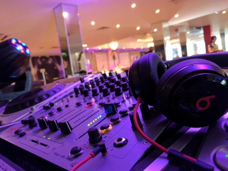 NE4 DJs